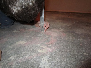 Как положить ламинат на неровный пол